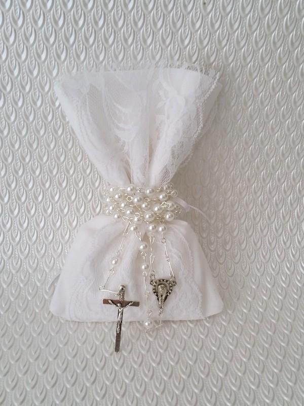 christening-bombonierie-baptism-gift-bags-white-holy-communion-rosary-sugar-almonds (2)