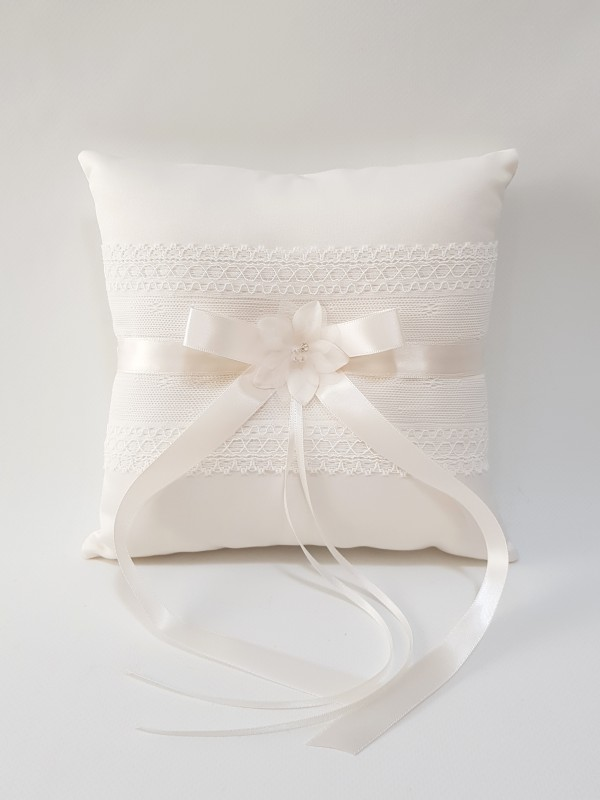 wedding-ring-pillow-ivory